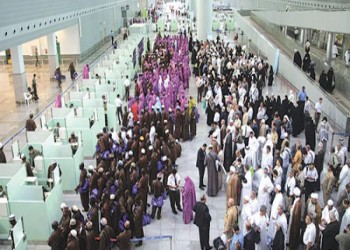 معاناة موظفي مطار الملك عبد العزيز بجدة من ارتفاع الحرارة