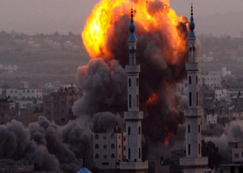 غزة تحت القصف .. ونشطاء: كل الأمة تحت القصف