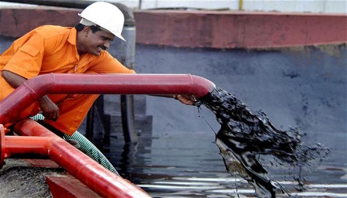 أسعار النفط الخام تخسر 3 دولارات في يوم واحد والخليجيون غير منزعجين