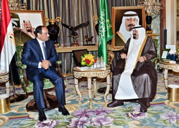 العاهل السعودي: لا مساعدات في مؤتمر المانحين .. والمركزي المصري قلق بعد رد جزء من وديعة قطر