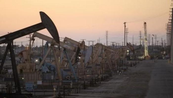 هبوط أسعار النفط أكثر من دولار والرياض ستقبل انخفاضا كبيرا وطويلا لأسعار النفط