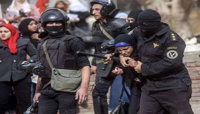 """القبضة الأمنيّة وتهمة """"الإرهاب"""" تدفع قطاعات شبابية مصرية للإيمان بتنظيم """"الدولة الإسلامية"""""""