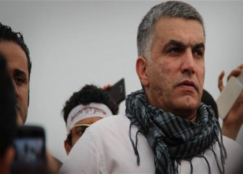 الناشط البحريني «نبيل رجب» لا يزال مهددا بالسجن رغم الإفراج عنه