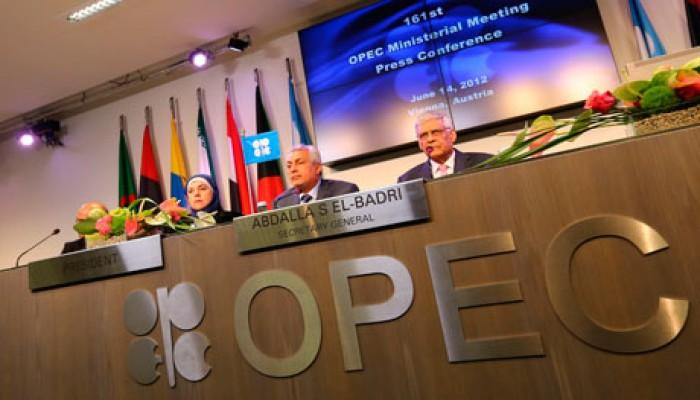النفط يواصل تراجعه وسط تكهنات بشأن نتائج اجتماع أوبك