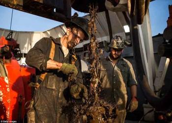 تباطؤ إنتاج النفط الأمريكي يُلطف مزاج «أوبك»