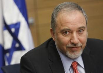 القناة الثانية الإسرائيلية: «ليبرمان» تفاوض سرا مع دول عربية معتدلة لتجاوز «عباس»