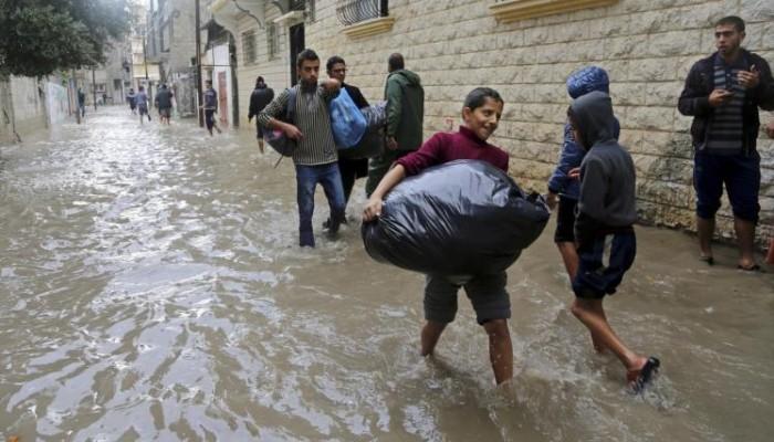 الاحتلال يفتح سدود المياه على غزة و«أونروا» تعلن حاجتها لـ100 مليون دولار لمساعدة سكان القطاع