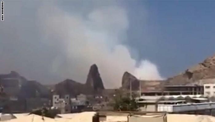 مئات القتلى والجرحى في «انفجارات غامضة» بأكبر مخزن أسلحة في عدن
