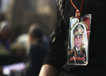 لماذا إذن لا يتصالح هؤلاء العرب مع مستبديهم ويحقنون الدماء؟!