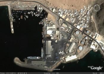 «القاعدة» في اليمن يسلم ميناء المكلا وديوان محافظة حضرموت لـ«المجلس الأهلي الحضرمي»