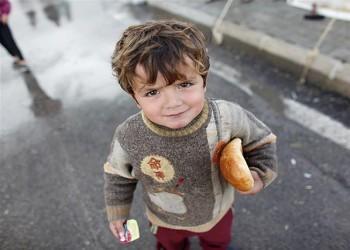 «هيومن رايتس»: مئات النازحين من سوريا عالقون في الصحراء شرق الأردن