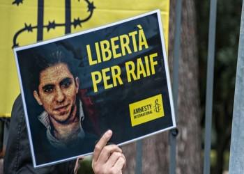 الاتحاد الأوروبي يدعو السعودية إلى وقف جلد المدون «رائف بدوي»