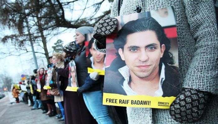 """«رائف بدوي»: جلد المدون السعودي المسجون """"مؤكد"""" استمراره بعد تأييد العقوبة"""