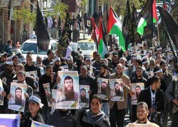 محلل إسرائيلي ينتقد الإفراج عن «عدنان» ويدعو لإطعام الأسرى المضربين قسريا