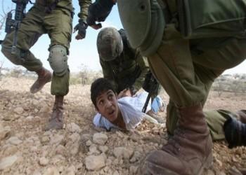 هيومن رايتس ووتش: إسرائيل تعذّب أطفال فلسطين بالخنق والقنابل الصاعقة