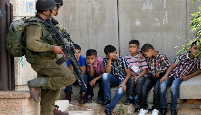الحركة العالمية للدفاع عن الأطفال: الاحتلال يمارس التعذيب الممنهج ضد أطفال فلسطين