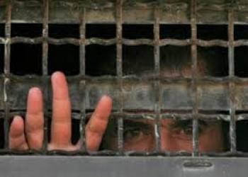 إسرائيل تفرج عن أسير فلسطيني بعد 30 عاما اعتقال