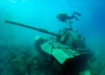 إغراق دبابة بالقرب من أنطاليا التركية لتنشيط سياحة الغوص