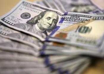 خبراء: ضرائب ورسوم الوافدين بالخليج تؤثر على تحويلاتهم المالية