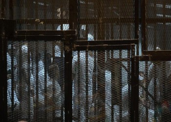 رسائل من خلف القضبان تعيد «أدب السجون» إلى الحياة في مصر