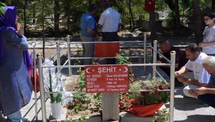 نصف مليون تركي زاروا قبر الضابط «عمر دمير»..أحد أبرز محبطيّ الانقلاب