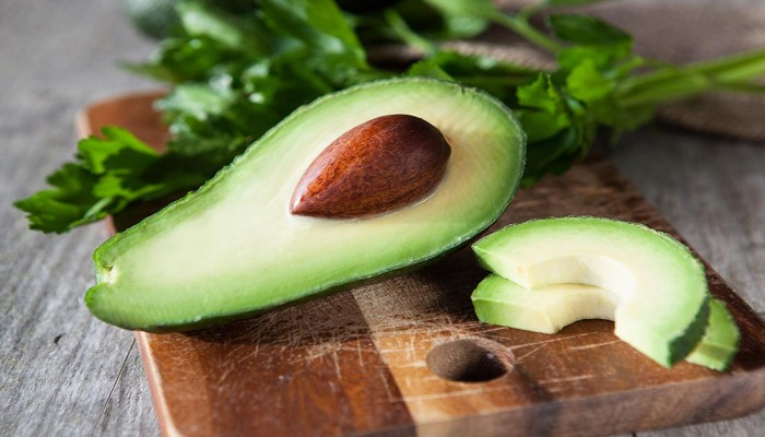 علماء يحددون الفاكهة الأكثر فائدة لصحة المرأة .. تعرف عليها