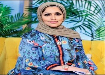 إحالة مذيعة كويتية للتحقيق بعد تغزلها في زميلها على الهواء