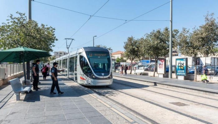 إسرائيل تطرح مشروع سكة حديد لربطها مع دول الخليج