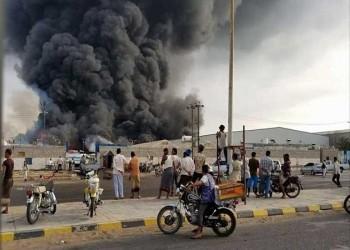 صور .. حريق ضخم يلتهم مخازن الغذاء العالمي غربي اليمن
