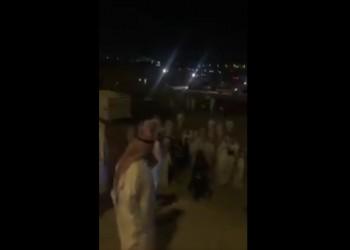 فيديو.. مفحطون يعتدون على رجال أمن كويتيين