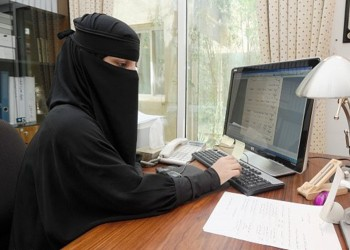 موظفة سعودية: هندي تحرش بي ففصلتني الإدارة عندما اشتكيته