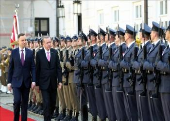 «أردوغان» يصل إلى بولندا برفقة 400 رجل أعمال تركي