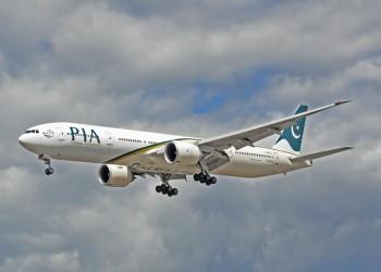 على غرار الحافلات العامة.. 7 ركاب يسافرون على طائرة باكستانية وهم واقفون