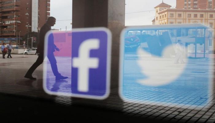 """""""فيسبوك"""" و""""تويتر"""" يعترفان بالفشل في منع التدخل بالانتخابات الأمريكية"""