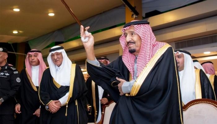 الملك سلمان يؤدي رقصة العرضة بالقصيم ويتجاهل معتقليها