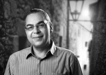 ناشطو مواقع التواصل الاجتماعي ينعون «أحمد خالد توفيق»