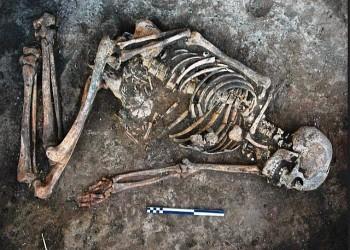 اكتشاف زخارف منقوشة على عظام امرأة تعود لـ4500 عام