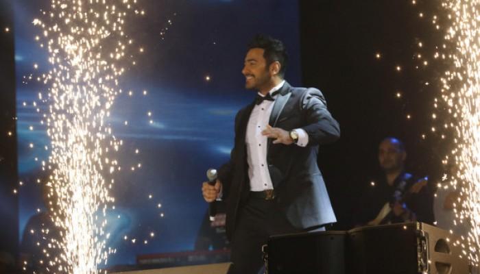 إقبال ضخم من الجنسين على حفل «تامر حسني» الأول بالسعودية