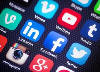 إيران تلمح بحظر تطبيقات وسائل التواصل الاجتماعي في البلاد