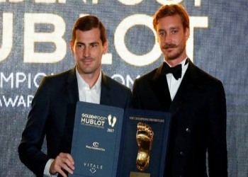 متفوقا على «ميسي» و«رونالدو».. «كاسياس» يتوج بجائزة القدم الذهبية