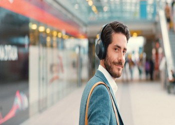 الأمم المتحدة تحذر من خطر الصوت العالي لسماعات الأذن