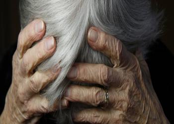 دراسات: تغيير النظام الغذائي قد يؤخر إصابة النساء بالزهايمر