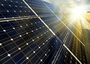 مصر توقع اتفاقيات لإنشاء 13 محطة للطاقة الشمسية