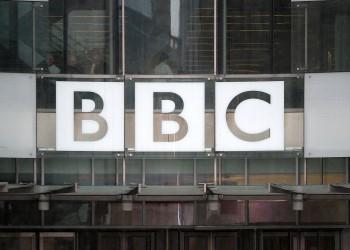 كاتب سعودي يثير السخرية بعد دعوته اختراق بي بي سي