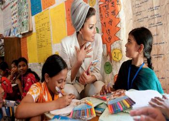 الشيخة «موزا» تعلن نجاح مشروعها لتعليم 10 ملايين طفل
