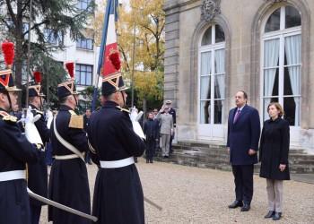 قطر وفرنسا تبحثان تعزيز التعاون العسكري