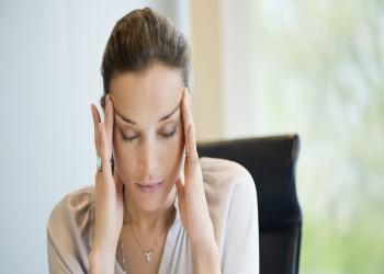 عدم استقرار الهرمونات يسبب القلق والعصبية والإجهاد لدى السيدات