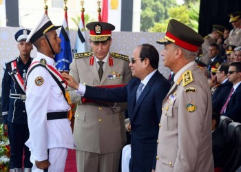 ميدل إيست آي: المصريون يعانون التقشف والسيسي يغدق على جيشه
