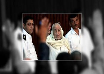 حقوقي يتهم جريدة مصرية أساءت لمهدي عاكف بالفاشية والمكارثية