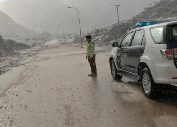 السيول والثلوج تغمر سلطنة عمان .. ومغردون: جانا الخير